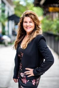 Lisa R Pownall